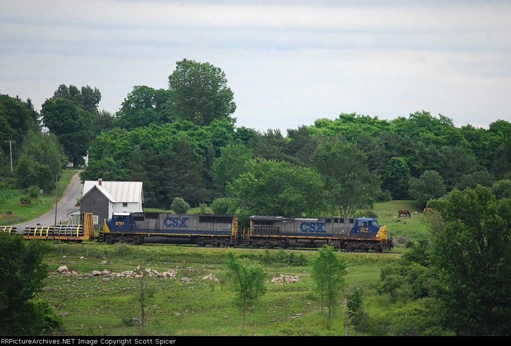 CSX B753-11 passes through Amish farmland