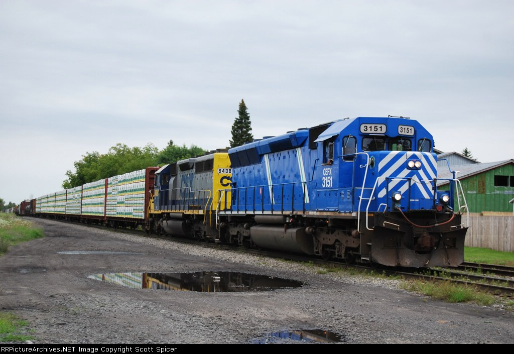 CSX Q620-30 with leased power in the lead