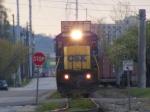 CSX 7552 brings Q197 into town