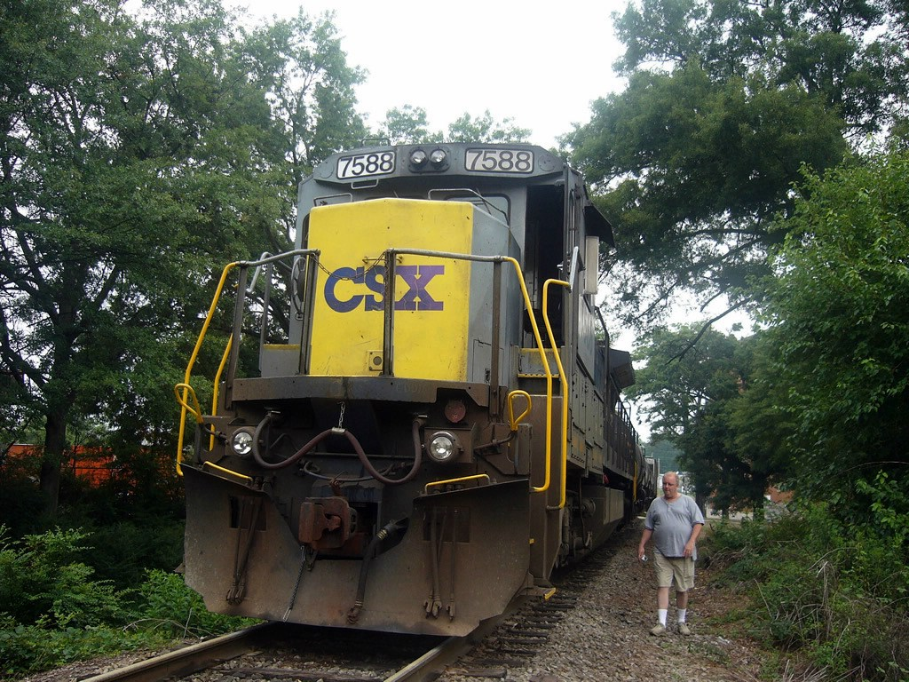 CSX Yellow Nose Gray Painted GE C40-8 7588 and Tubby (My Uncle) !