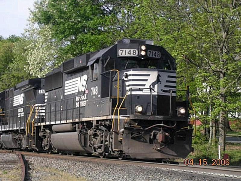 NS GM/EMD GP60 7148 Leads a Northbound Intermodal