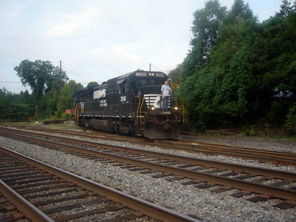 NS GE B32-8 3561 Idles on the NS Duluth Local,while Working the Capitol Materials INC. Spur Near the Main Street Grade Crossing
