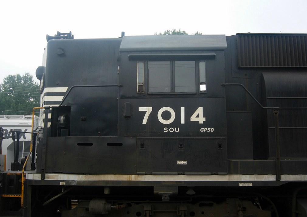 NS GM/EMD GP50 7014 Idles at the NS Yard,Downtown