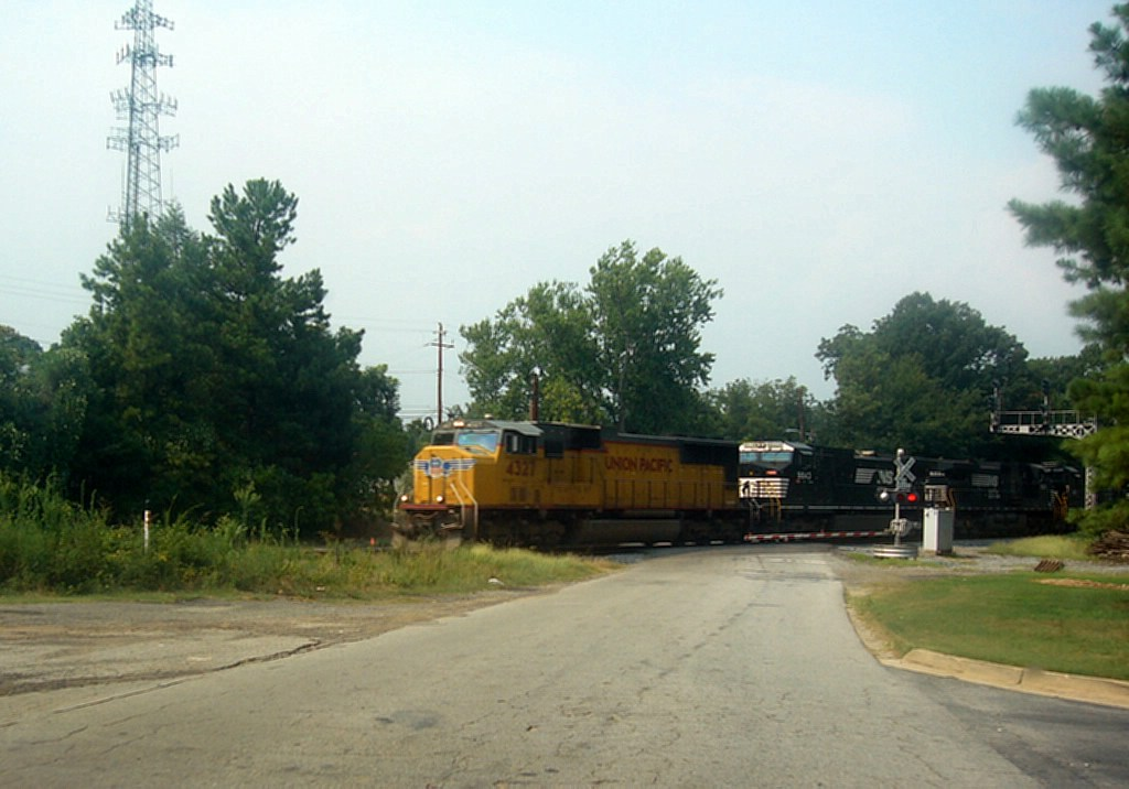 A Southbound Manifest led by UP GM/EMD SD70M 4327 Rolls through the Main Street Grade Crossing