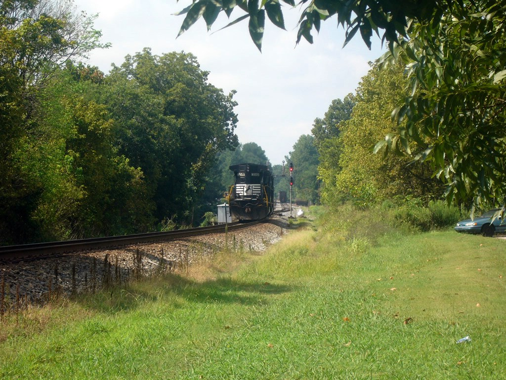 2 NS GE B32-8s Work the NS Duluth Local,Near the Main Street Grade Crossing