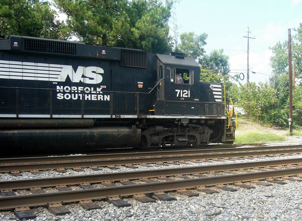 NS GM/EMD GP60 7121 Working the NS Duluth Local Idles Near the Main Street Grade Crossing