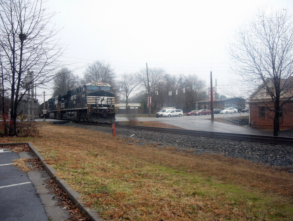 NS DPU (Distributed Power Unit) GE ES40DC 7610 and an NS GE CW40-9 Trail on the End of a Northbound Coal Drag