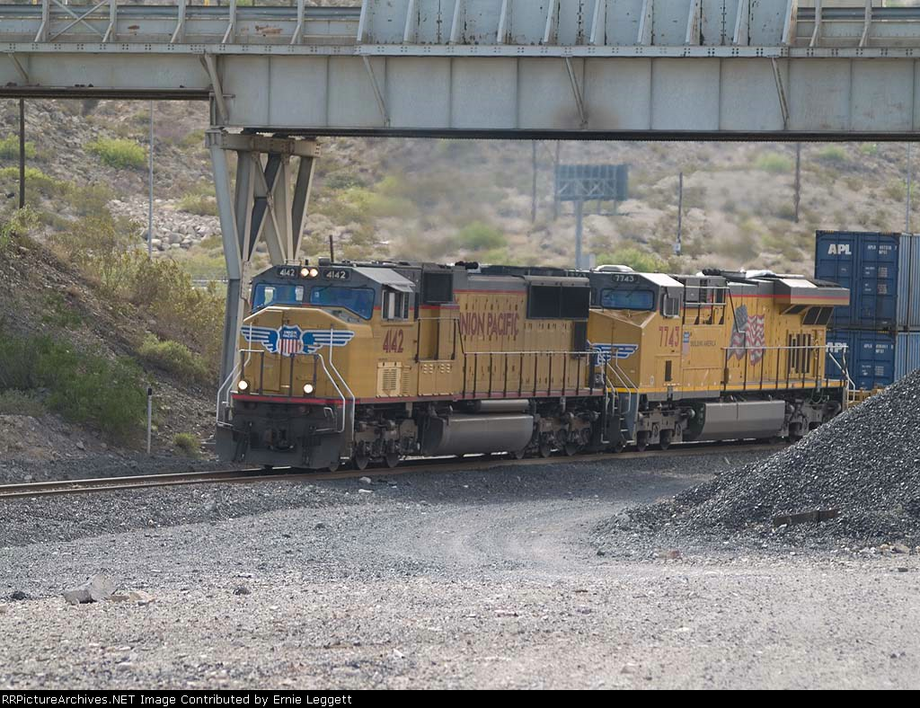 UP 4142 leads a WB doublestack at 9:30am