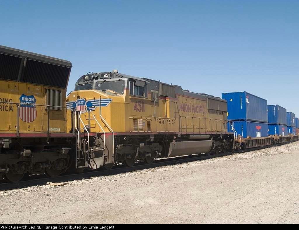 UP 4511 #3 power in an EB doublestack IGSDIX - GGS, San Pedro - Dallas intermodal - at 10:42am