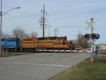 ELS 400 enters North Green Bay Yard over the N. Military Ave. crossing