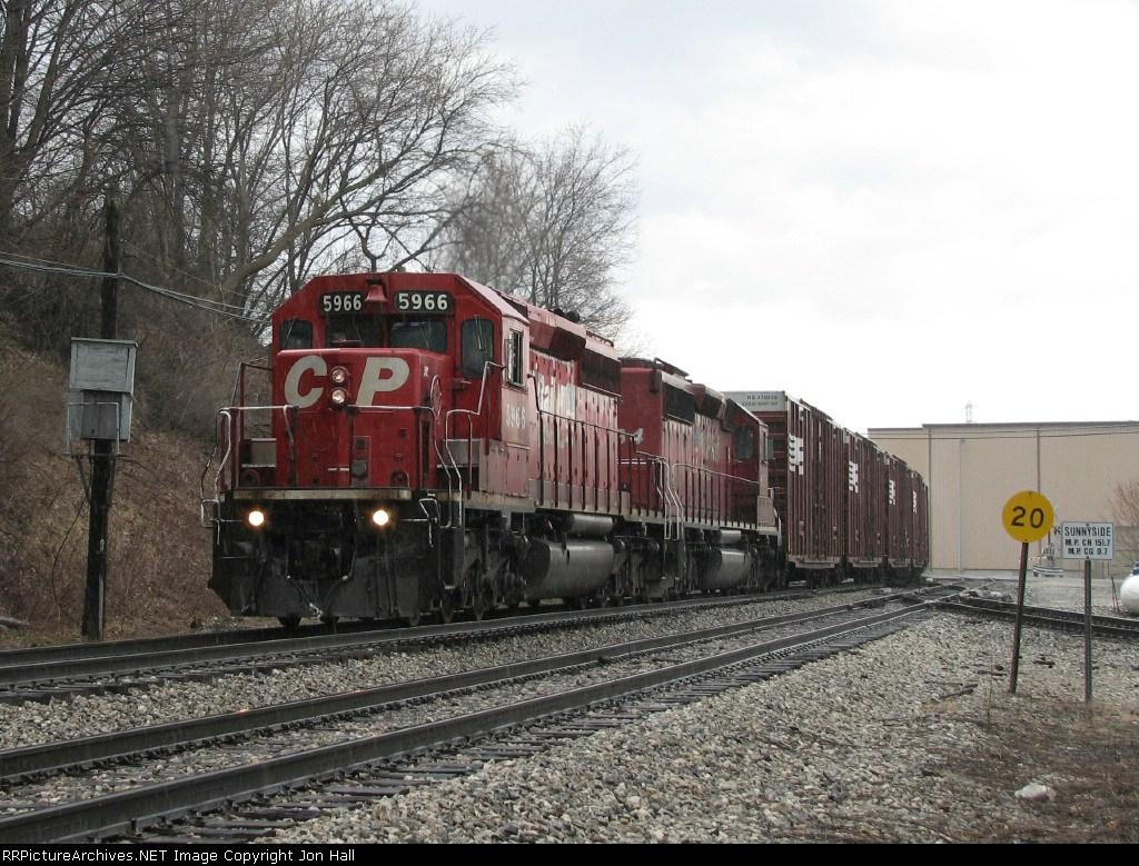 CP 5966 heads east past Sunnyside leading X500-09