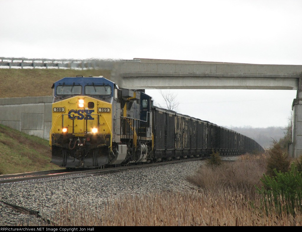 CSX 169 & 116 working hard as they pull N914-11 out of the river valley