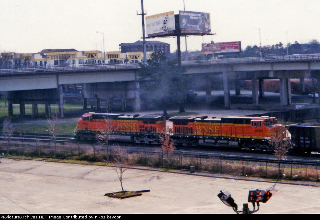 BNSF coal train rolls through Atlanta