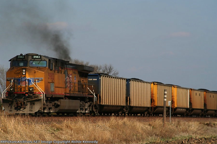 Here's a second shot of Union Pacific C44AC 5982... it seems to need a tune up