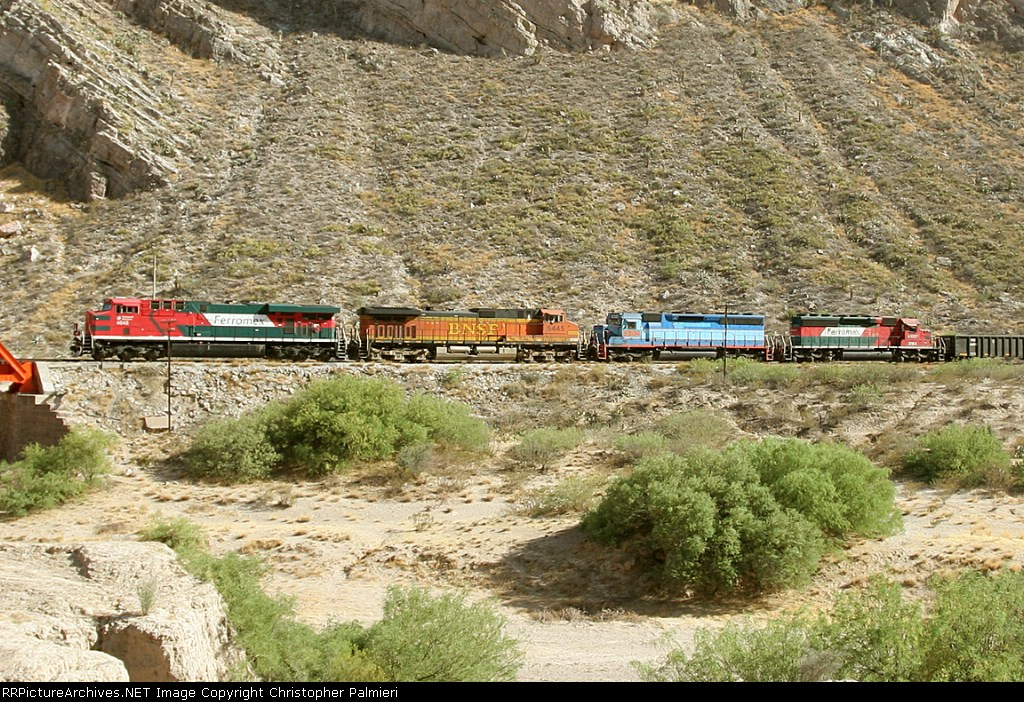 FXE 4648, BNSF 5445, FXE 3204, and FXE 3154