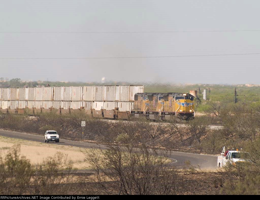 UP 5146 leads an EB doublestack at 10:49am