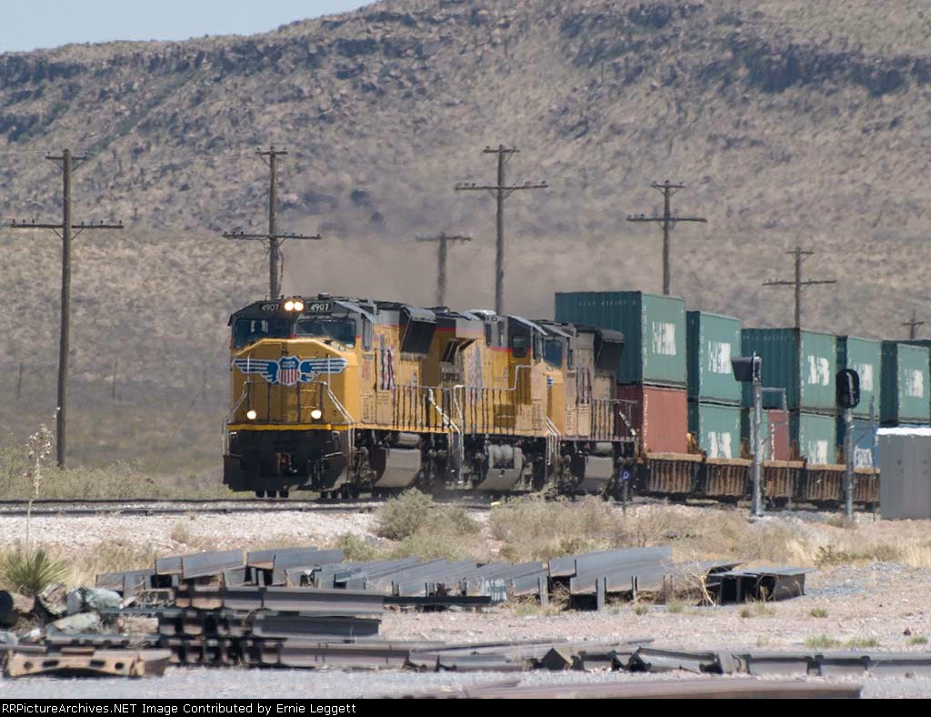 UP 4907 leads a WB doublstack at 1:20pm