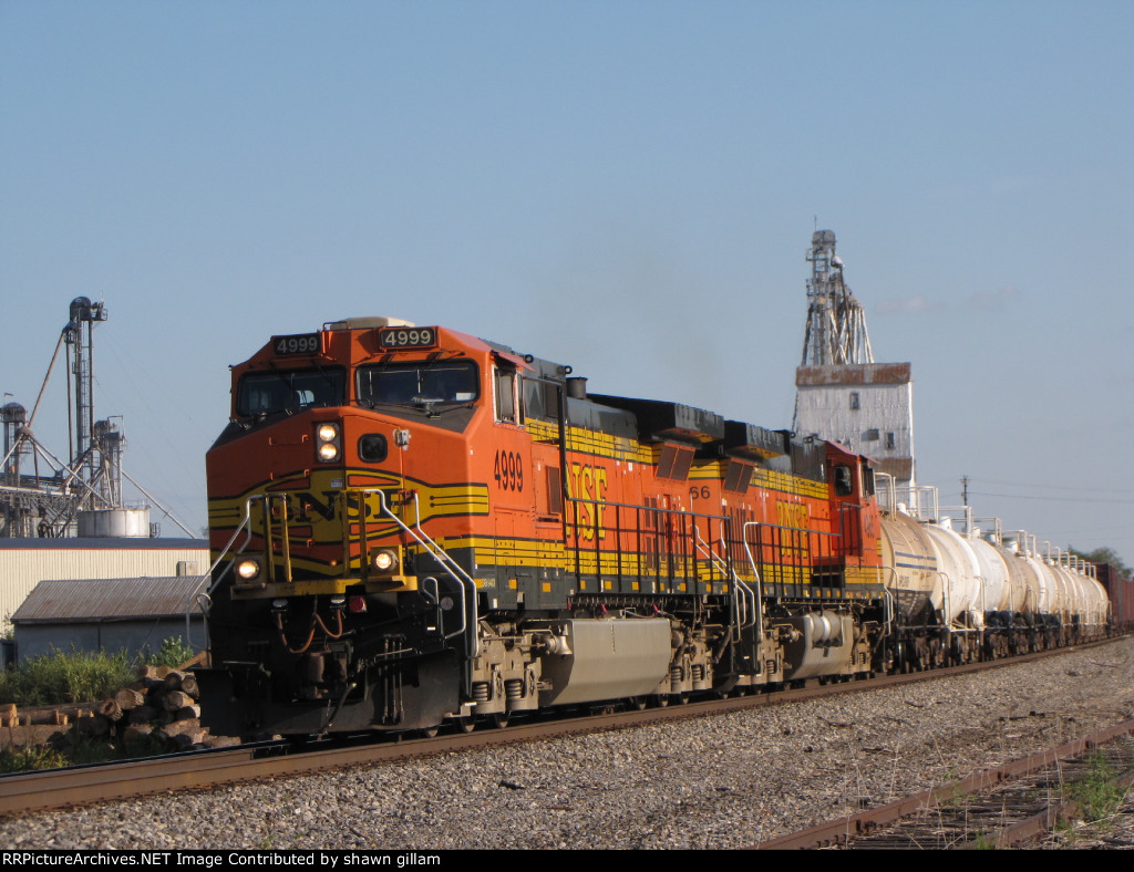 BNSF 4999 is on the main for a meet.