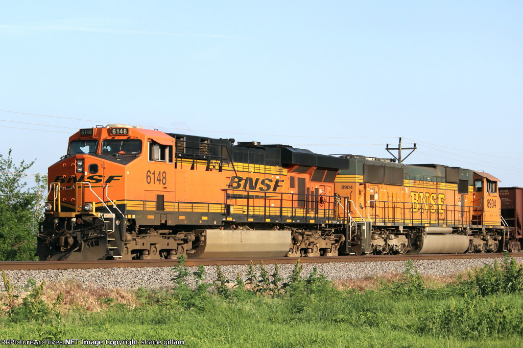 BNSF 6148 sits in the siding waiting for a derailment to clear up north,