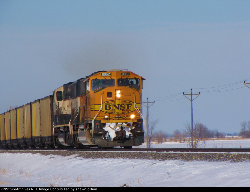 BNSF 8952 takes a load of rushtower coal south,