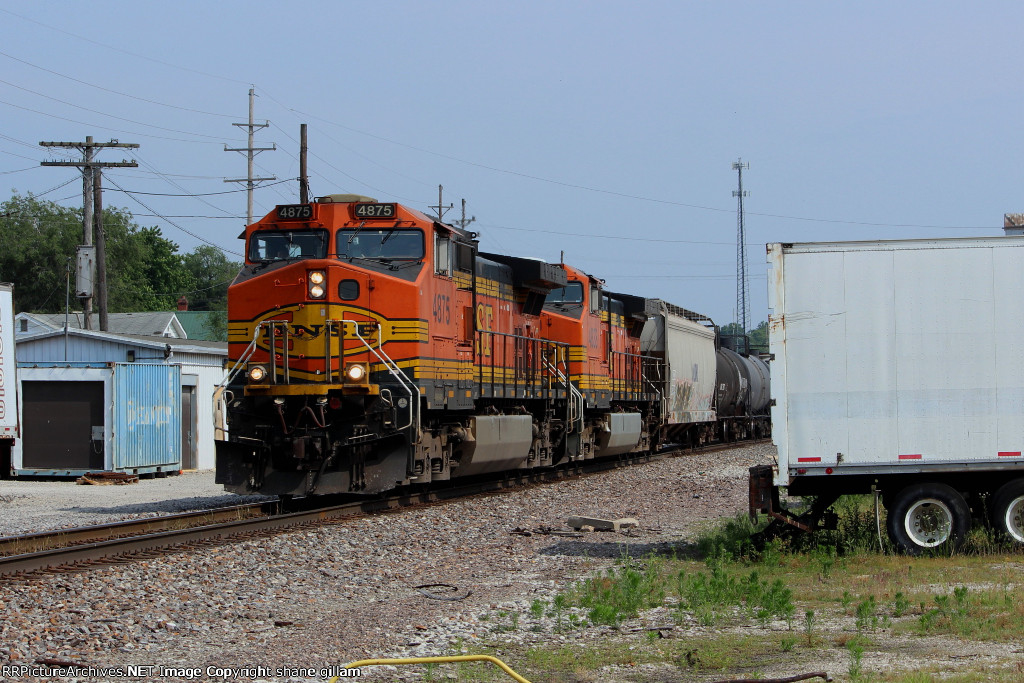 BNSF 4875 leads this sb freight out of old monroe mo.