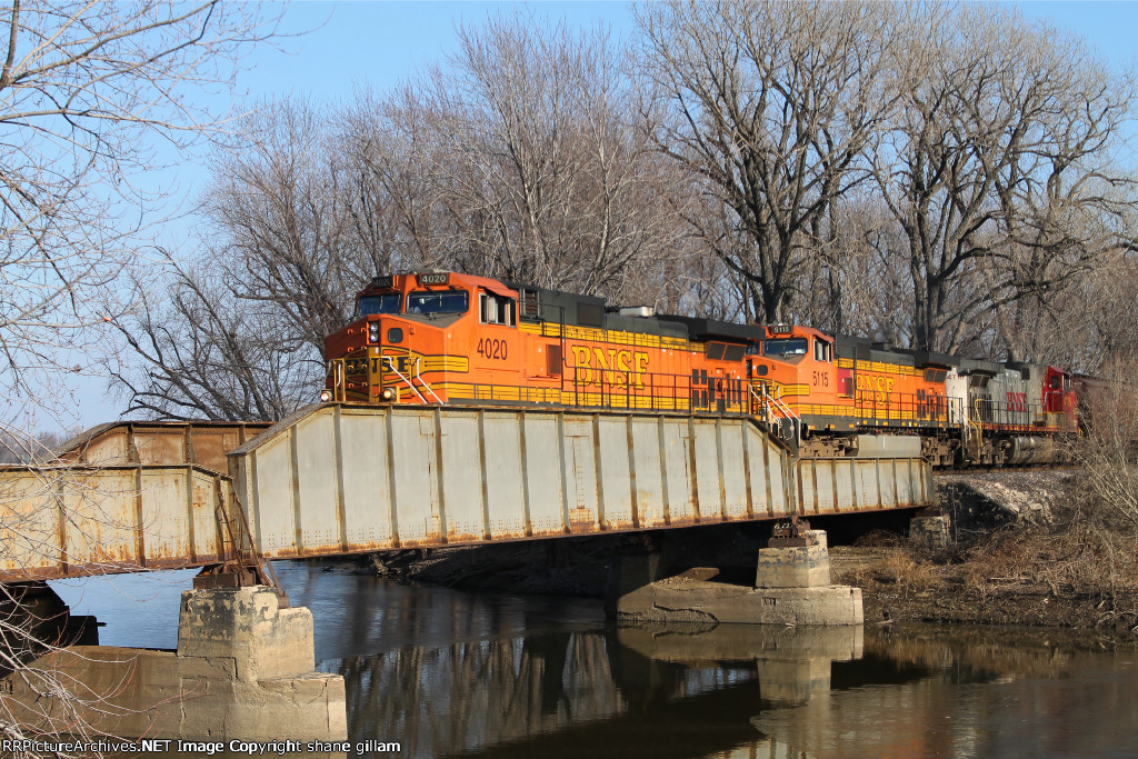 BNSF 4020 leads the local nb.
