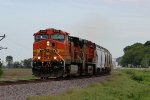 BNSF 5352 leads the tulgal north.