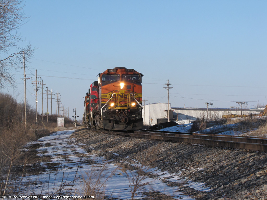 BNSF 4974 leads the north town to Memphis.