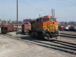 BNSF 4389 and BNSF 525