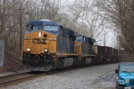 CSX 702 leads the U884 as helpers give it a shove out of the Potomac River basin