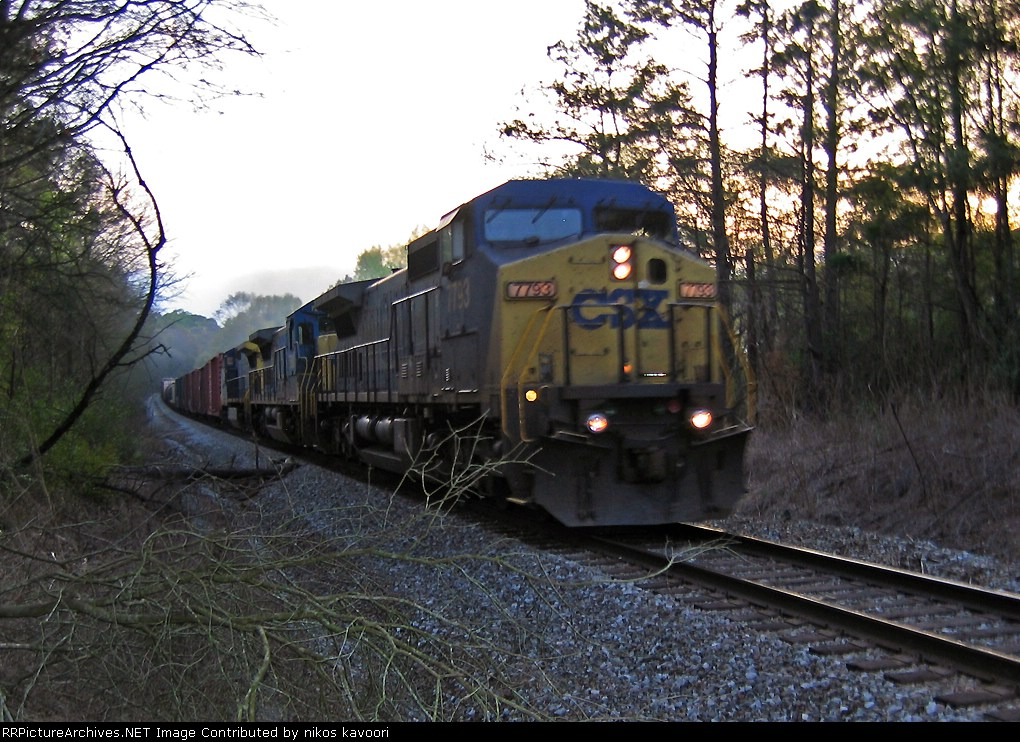 CSX Q618 Northbound assaults the hill up from the Oconee river bridge at Chicopee signal