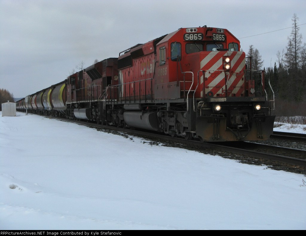 CP 5865 leads an eastbound loaded grain train