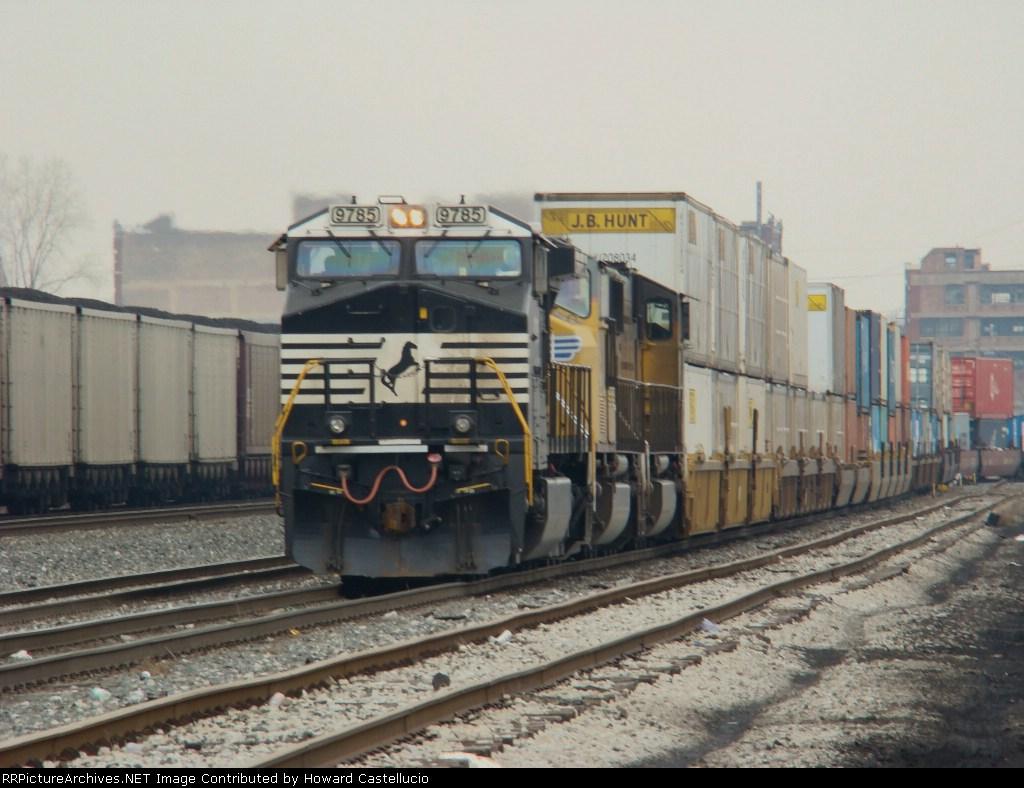NS Stack train out of the fmr Conrail Ashland Av yd on the CR 49 line @ Damen Av