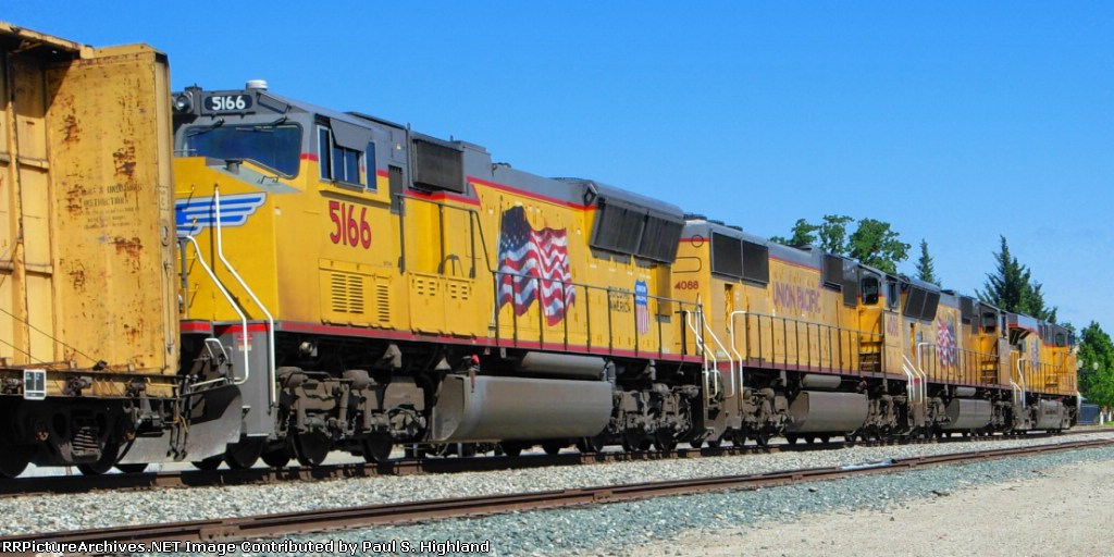 UP 5166 and 4088