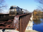 NS EB freight 186 crossing the Scioto River