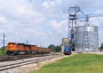 BNSF power leads NS 863
