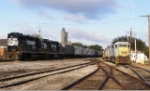 CSX H776 power rests while NS L55 switches grain