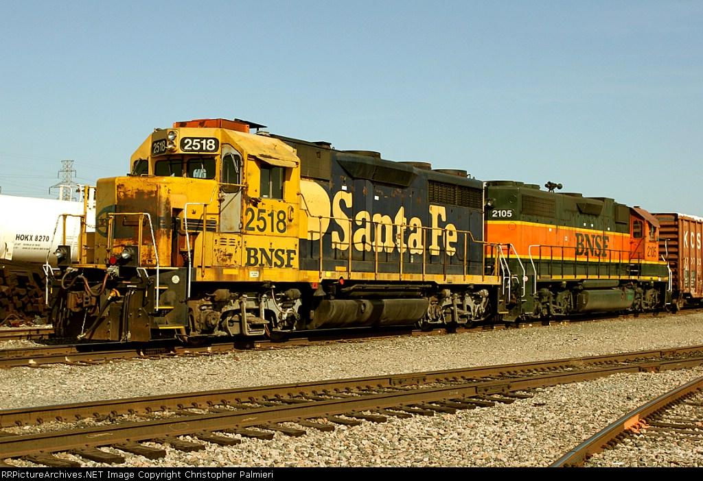 BNSF 2518 and BNSF 2105