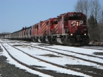 CP 5806 leads a eastbound loaded grain train into Thunder Bay