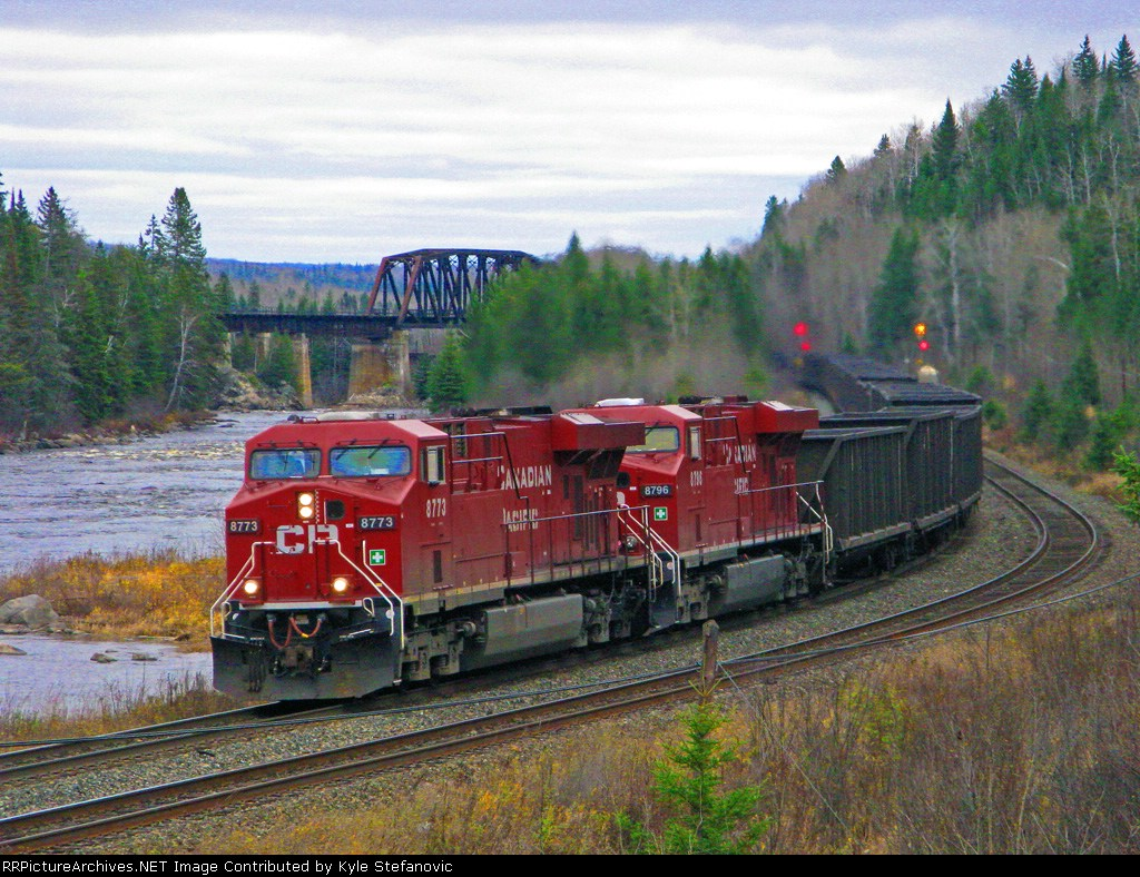 CP 8773 lead a coal empties up grade out of Thunder Bay