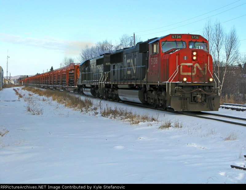CN 841- A grain empties train pulls the final kinghorn loaded railtrain of the year across town