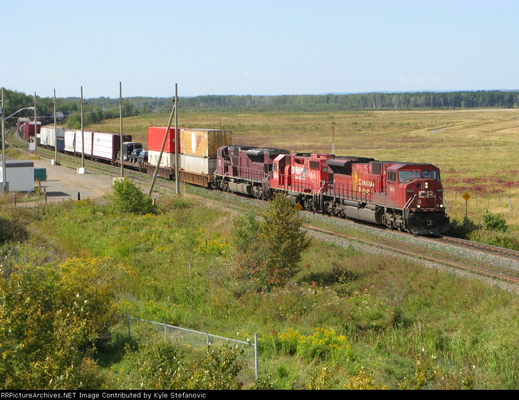 CP 9104 leads this nice consist into Thunder Bay