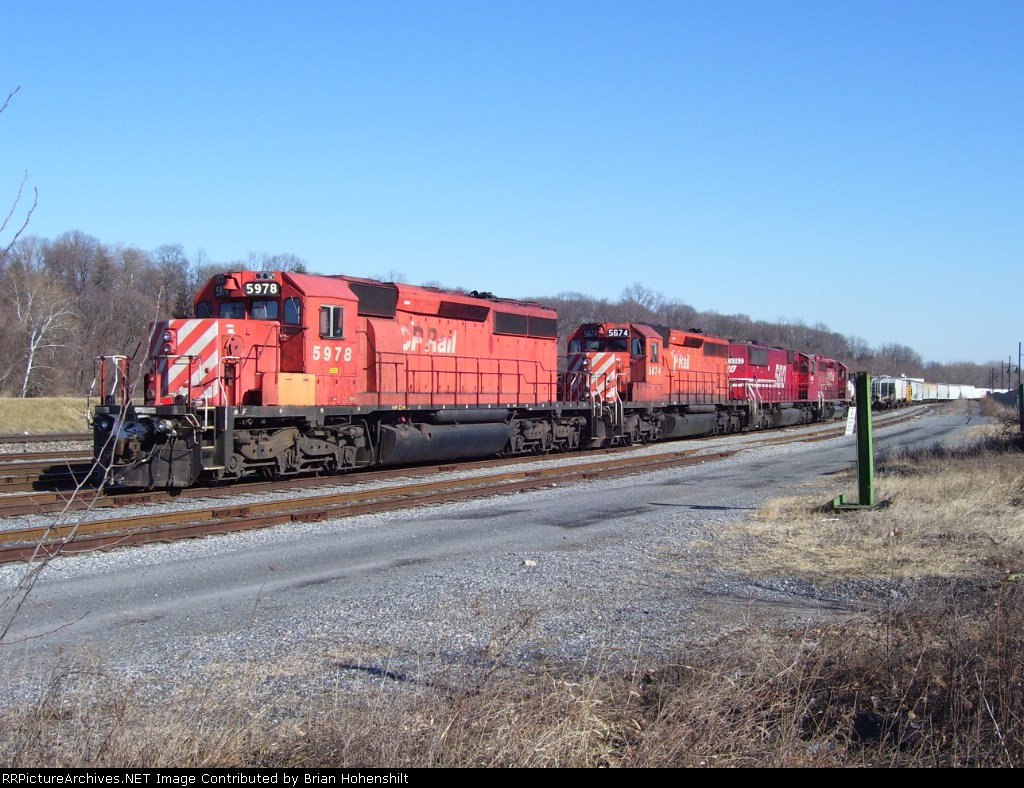 Canadian foreign power at Bethlehem River Yard (CPR 5978, CPR 5674, SOO 6062, SOO 5950)