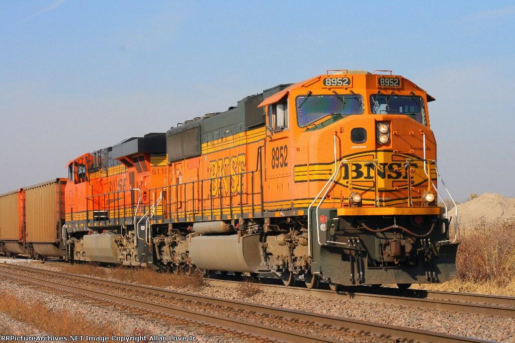 BNSF 8952 east