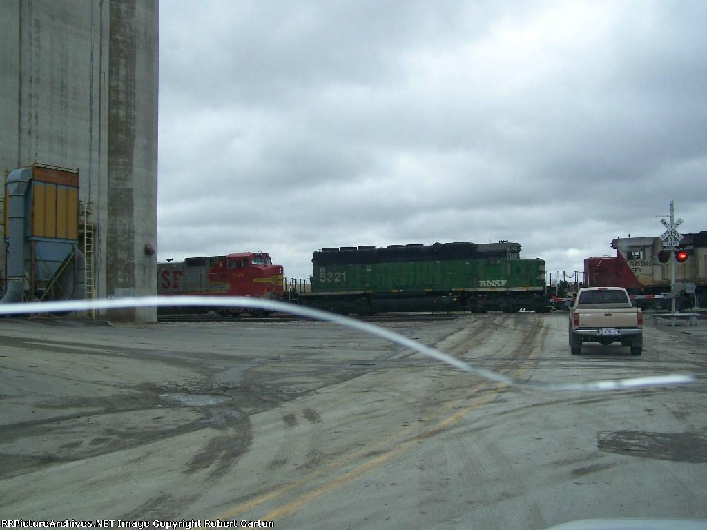 BNSF 6321 & CEFX 6008 (ex-SOO) Help with a Freight Train