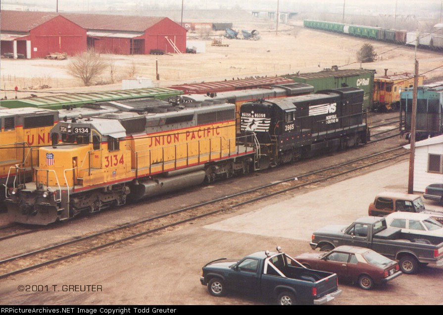 UP 3134 and NS 3965