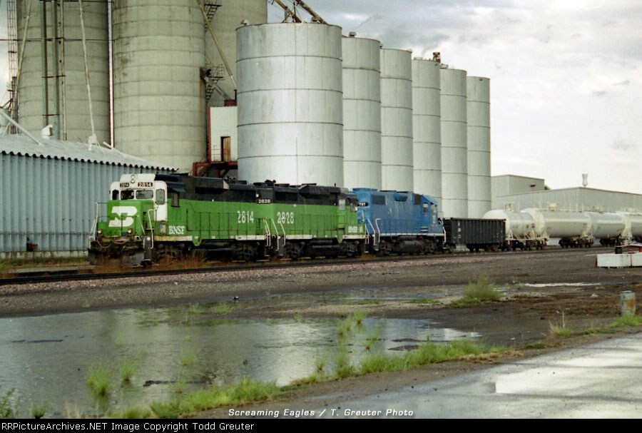 BNSF 2814 at Fremont grain elevator