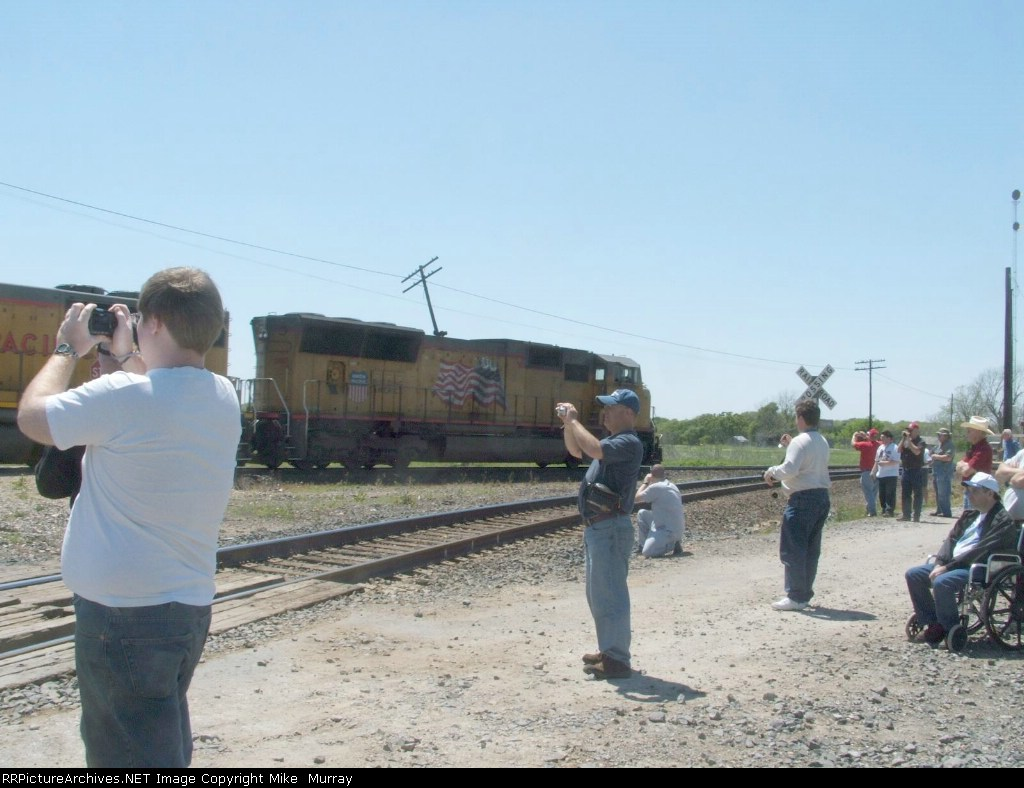 Railfans at Flatonia Spring 08 Meet