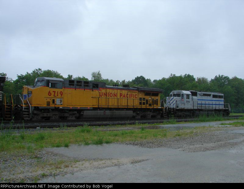 UP 6719 and GCFX 3092