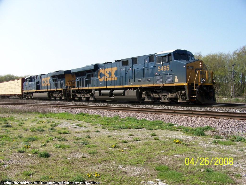 CSX 5495 leads eastbound